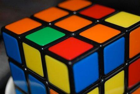 Inteligencia Artificial de la mano de un robot que resuelve cubo de Rubik